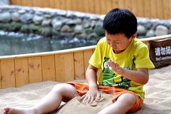 孩子贪玩好动是感统失调吗?