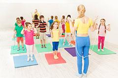 感统训练在家做还是去培训机构好?