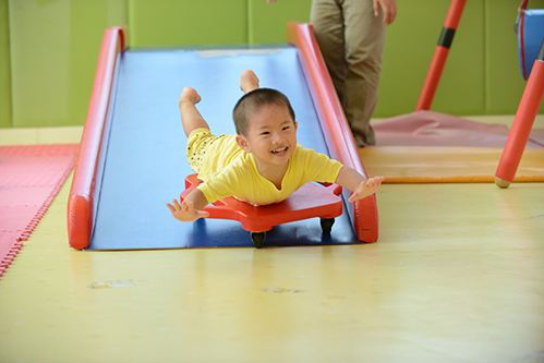 儿童进行感统失调训练