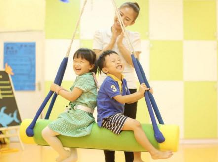 儿童进行感统训练