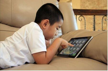孩子玩电子产品容易感觉统合失调