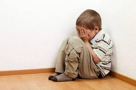 患有自闭症的小孩