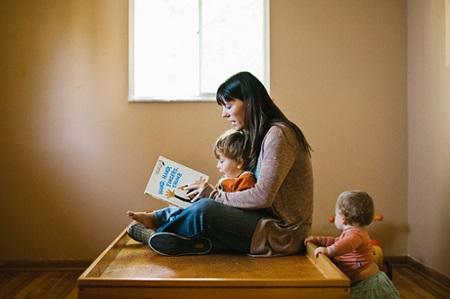 妈妈教视觉感统失调的孩子读书
