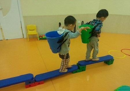 感统训练中的小孩