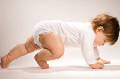 感觉统合训练的小孩,练习爬行